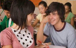 девочка и мальчик в школе