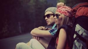 девушка и парень в банданах и солнечных очках