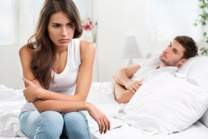 Фото мужчина и девушка в кровати видео 14