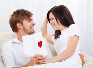 мужчина и женщина в белом