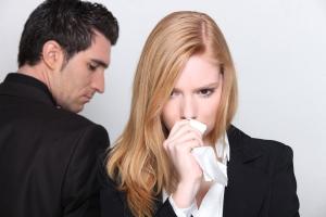 мужчина и расстроенная женщина