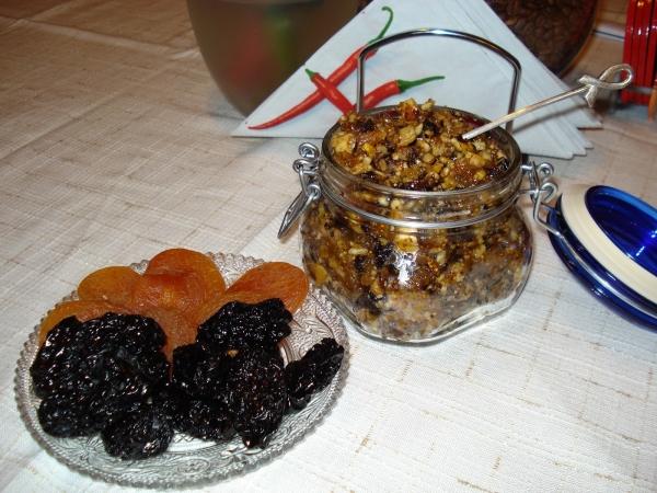 сухофрукты, имбирь и смесь из них