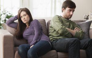 поссорившиеся мужчина и женщина