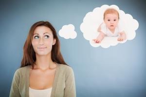 женщина мечтает о ребенке