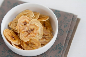 нарезанные сушеные бананы
