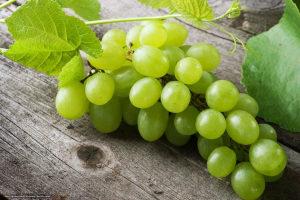 какие витамины в зеленом винограде