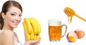 девушка с бананами, пиво, яйцо и мед