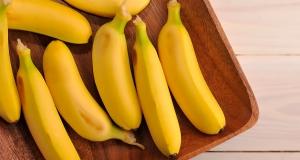 бананы на подносе