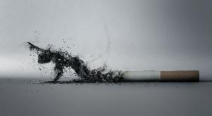 силуэт ползущего человека из сигаретного дыма