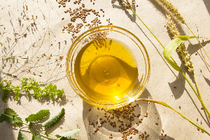 льняное масло и семена, травинки