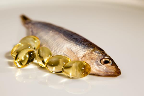 капсулы рыбьего жира и рыба