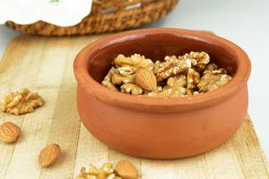 грецкие орехи в чашке
