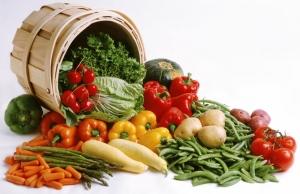 различные овощи из бочки