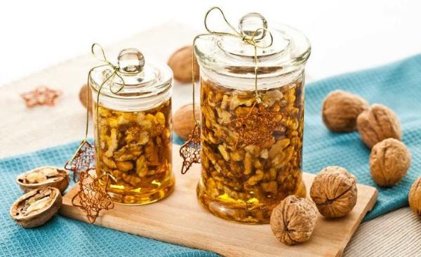 грецкий орех с медом в баночках