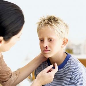останавливаем кровь из носа у ребенка