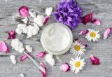кокосовое масло, цветы, ложка