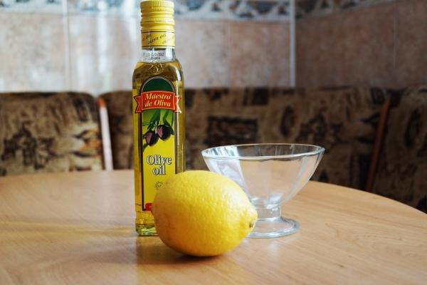 лимон, оливковое масло, стеклянная пиала