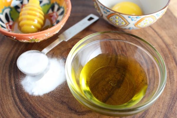 соль, масло, желток, мед