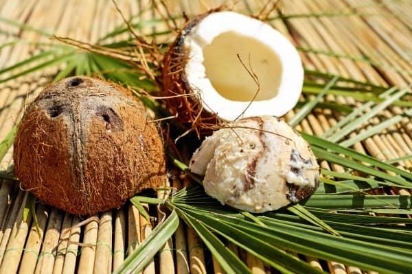 расколотый кокосовый орех