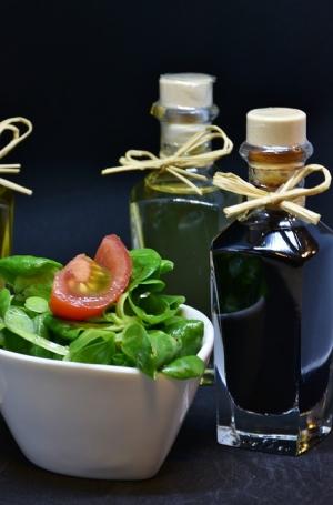 овощной салат и масло