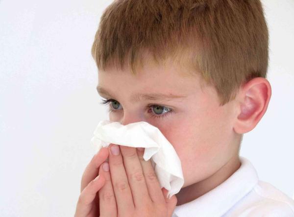 мальчик с носовым платком