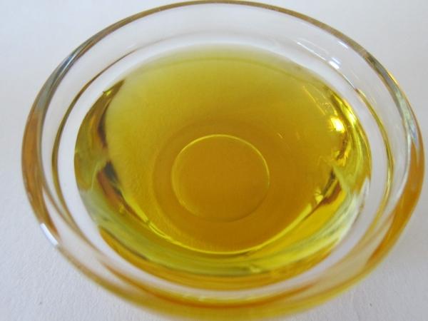 масло в стеклянной пиале