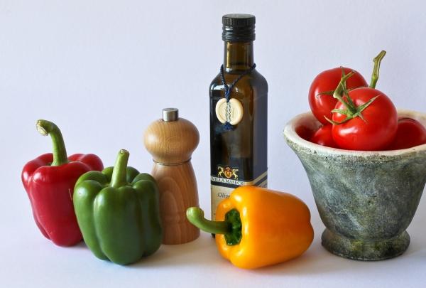 оливковое масло и овощи