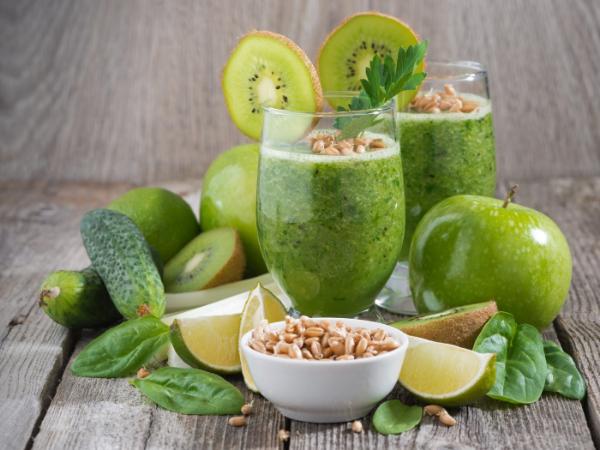 зеленый коктейль из овощей и фруктов