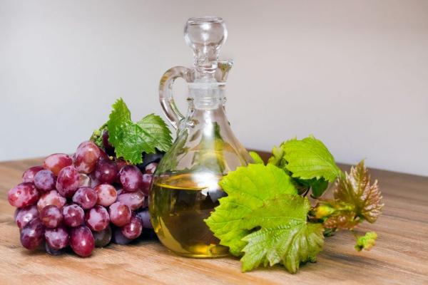 гроздь винограда и масло из него