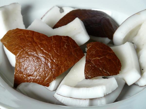 очищенные кусочки кокоса