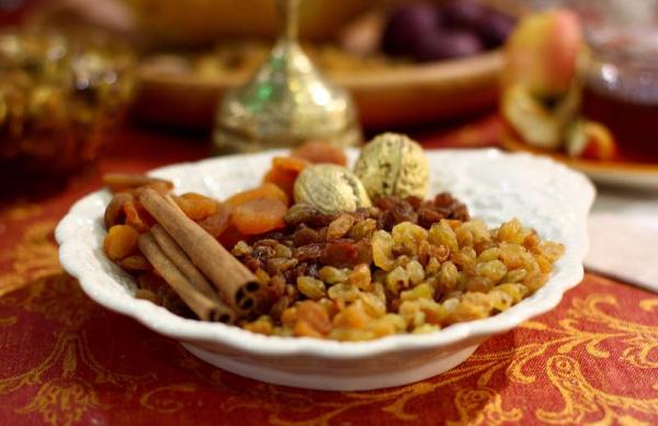 сухофрукты, орехи и корица