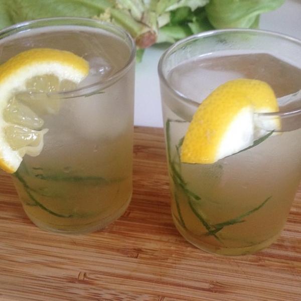 стаканы с напитком