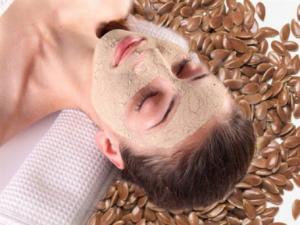нанесенная маска на лицо, семена льна