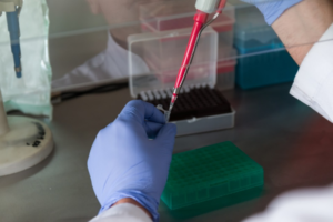 анализ крови в пробирке