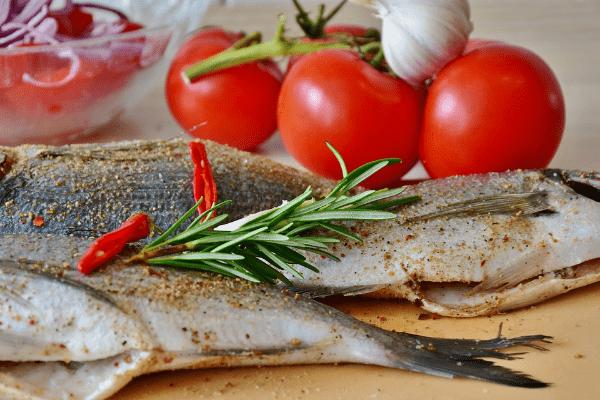 рыба, помидоры, чеснок