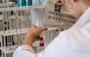 лаборатория лаборант, пробирки