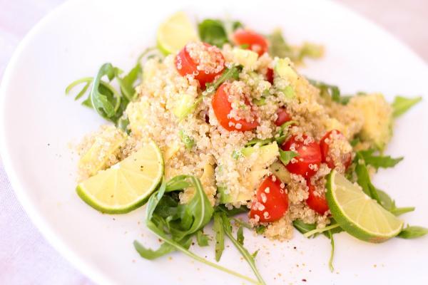 овощной салат с киноа