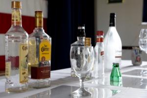 пустые бутылки алкоголя