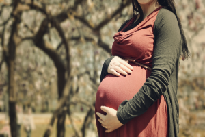 беременная на природе