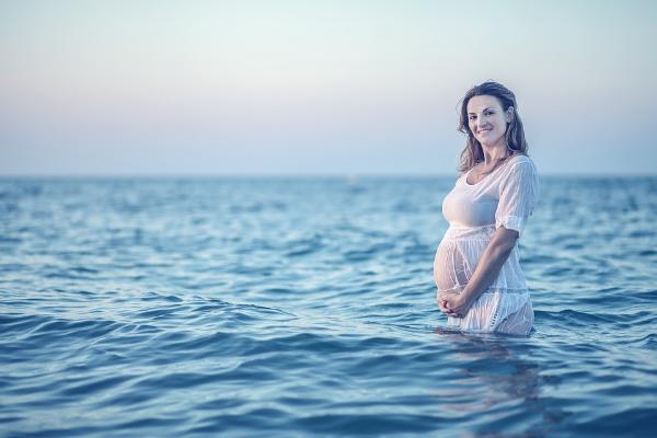 беременная в воде