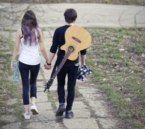 девушка, парень и гитара