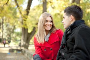 парень и девушка в парке