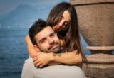 девушка обнимает мужчину