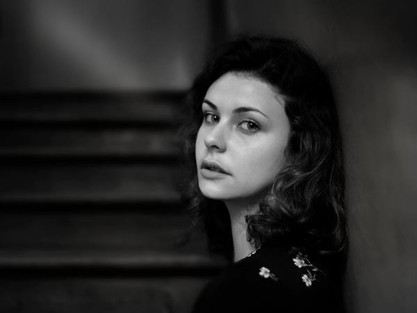 черно-белое фото женщины
