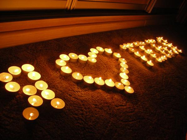 надпись из свечей