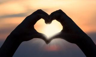 сердце из пальцев