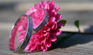 кольца на цветке