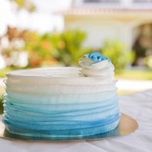бело-голубой торт