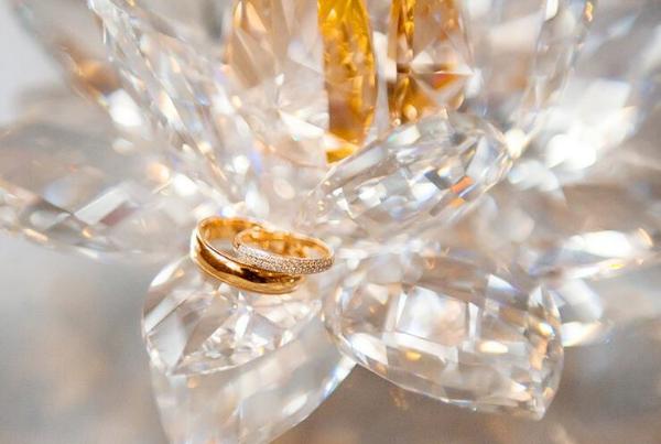 кольца в стекле