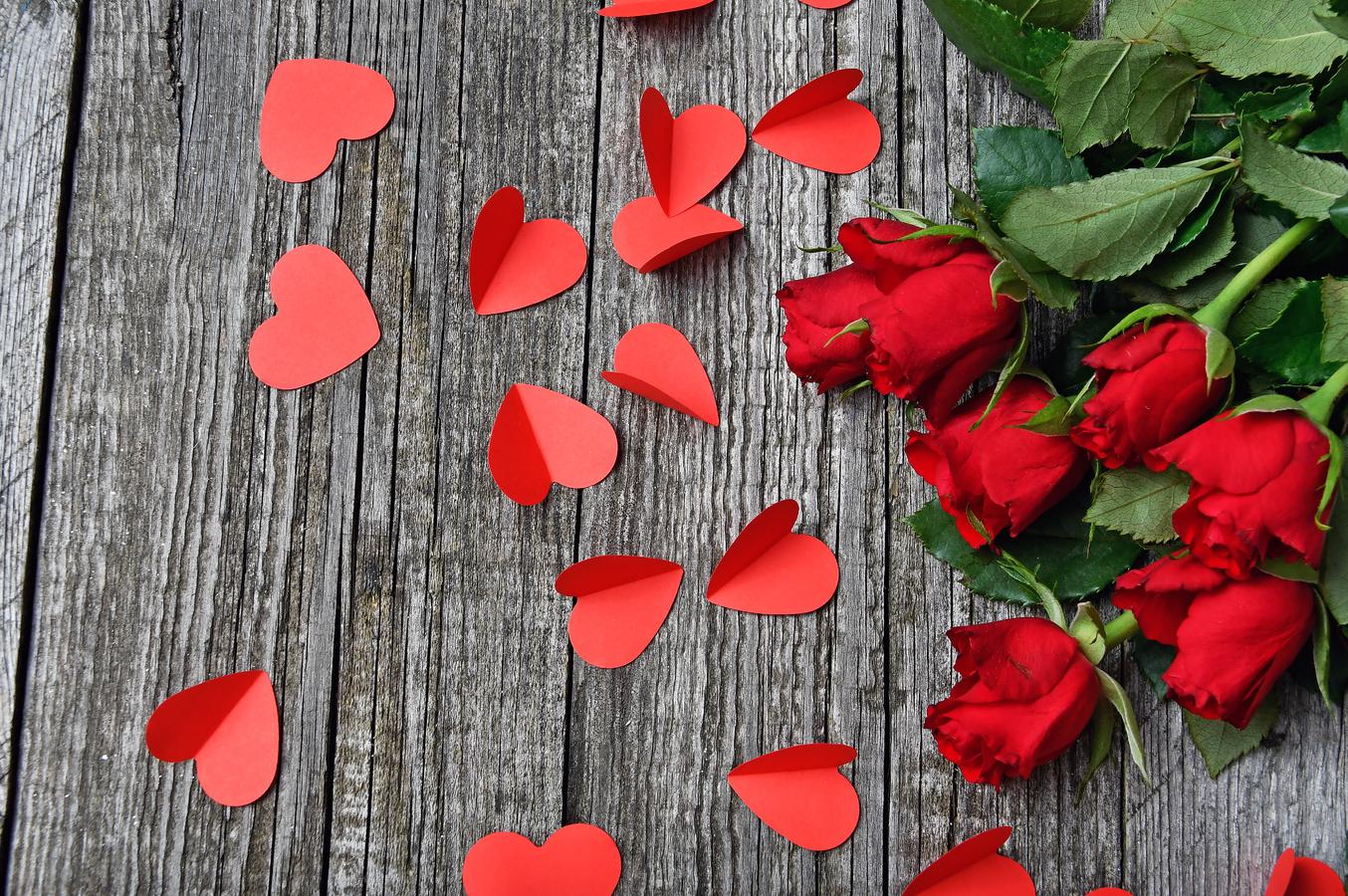 сердечки и розы